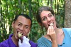 Guide Doipro sharing wild sweet potato snack